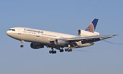 Continental_Airlines_DC-10.jpg